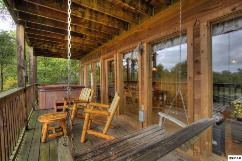 Photo of a Gatlinburg Cabin named Serenity Heights - This is the twenty-fifth photo in the set.