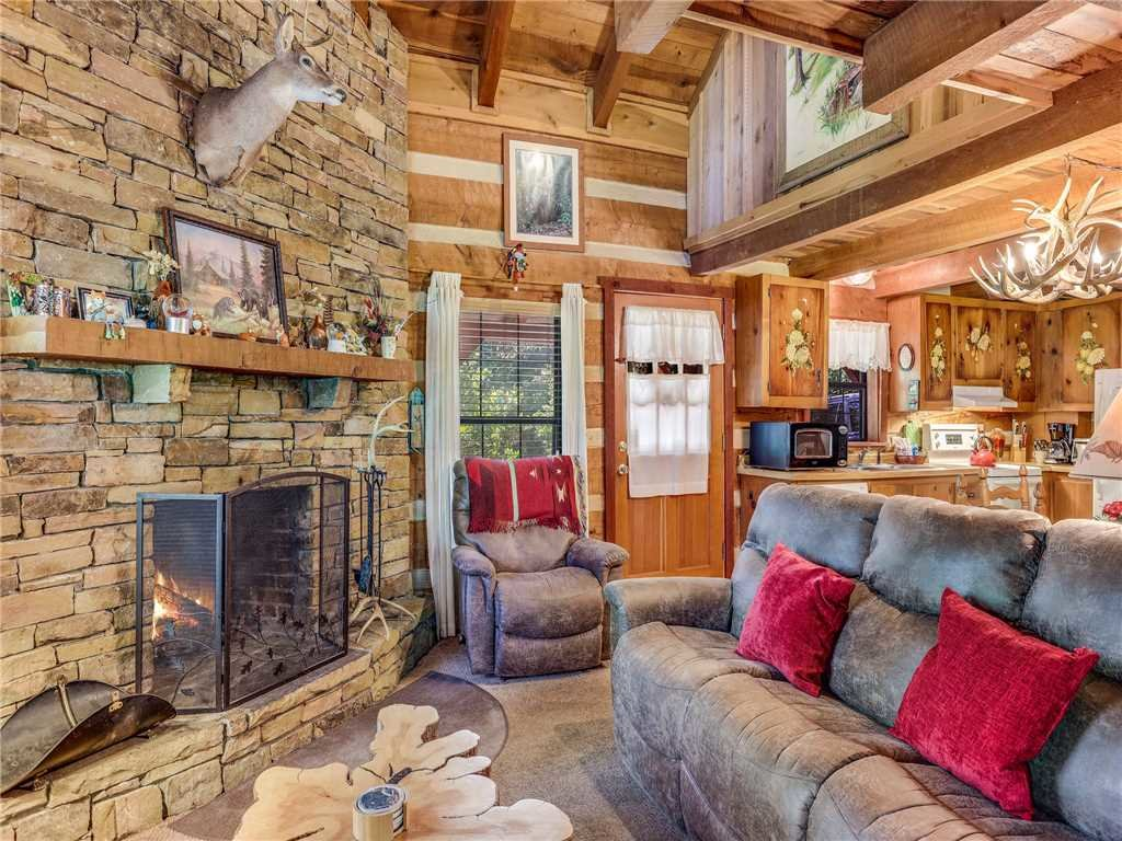 Photo of a Gatlinburg Cabin named Fox Den - This is the first photo in the set.