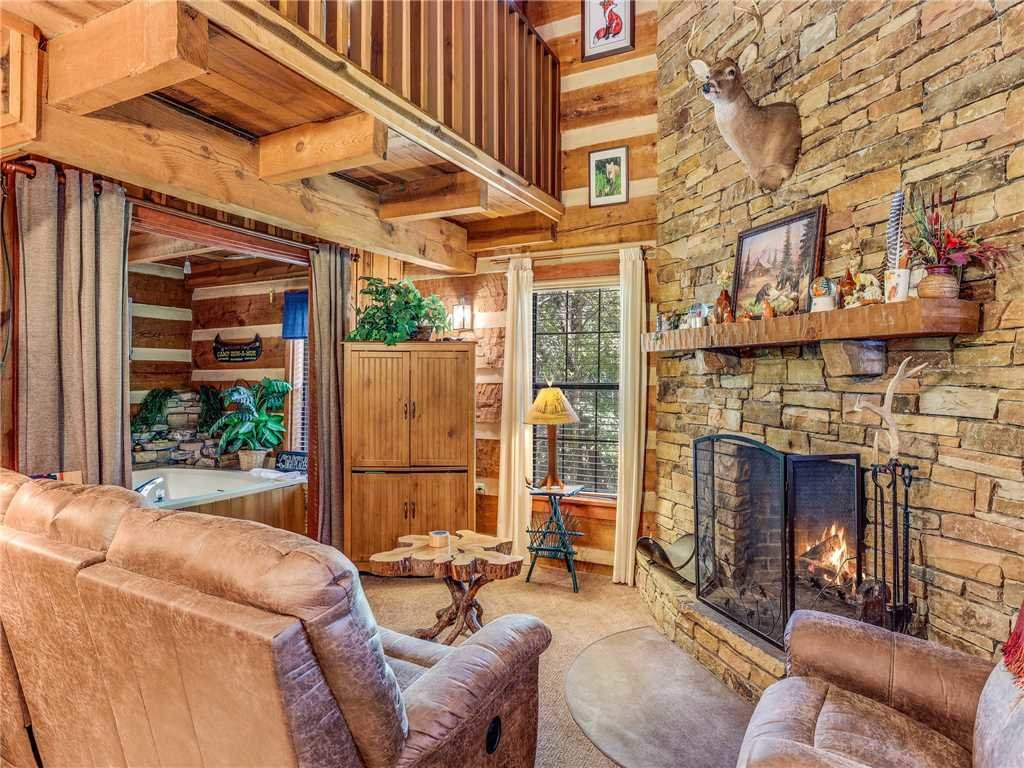 Photo of a Gatlinburg Cabin named Fox Den - This is the fourth photo in the set.