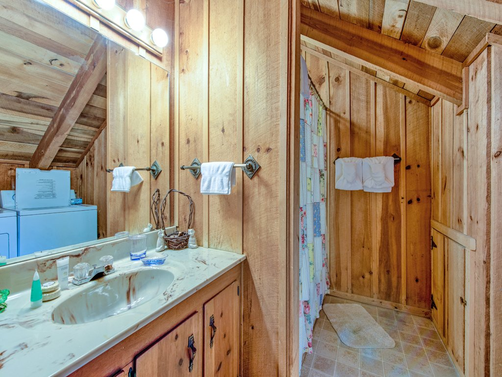 Photo of a Gatlinburg Cabin named Fox Den - This is the fourteenth photo in the set.