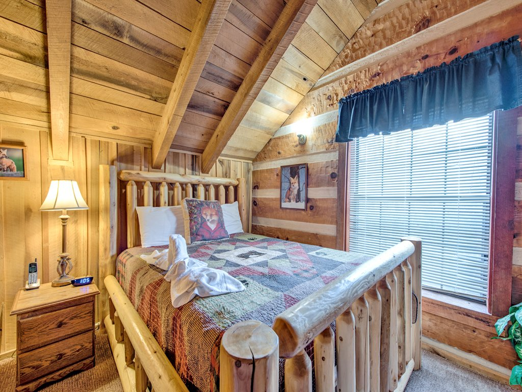 Photo of a Gatlinburg Cabin named Fox Den - This is the twelfth photo in the set.