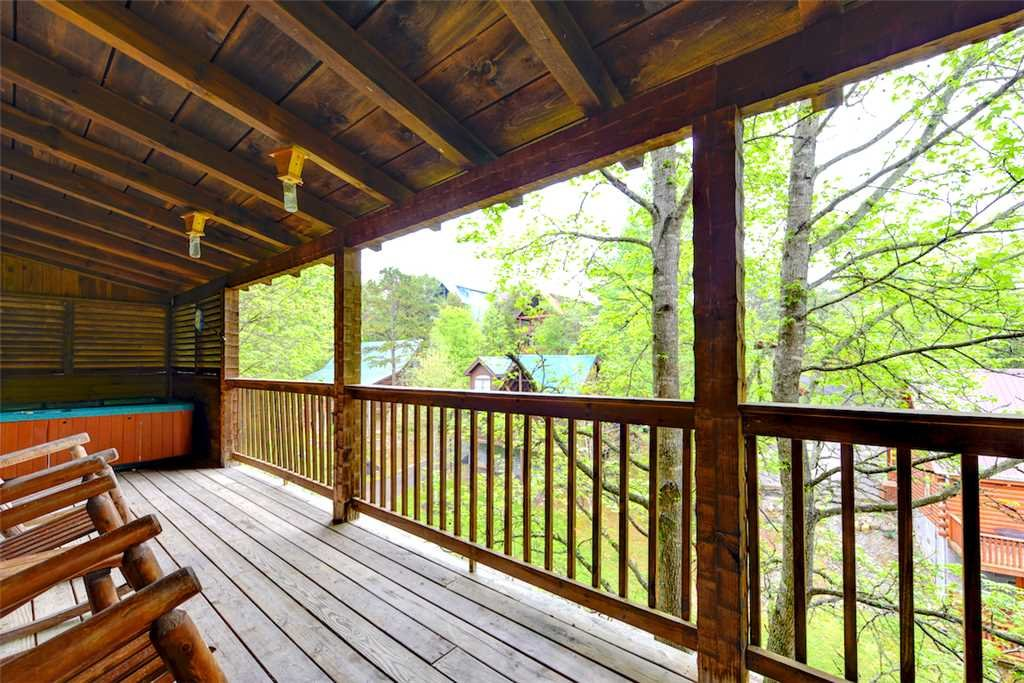 Photo of a Pigeon Forge Cabin named Honey Pot - This is the twentieth photo in the set.