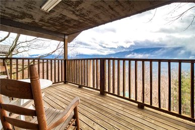 Leconte View 2, 1 Bedroom, Mountain Views, Pool Table, Sleeps 2