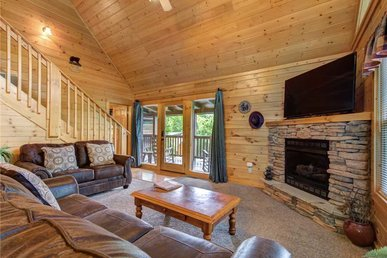 Peace 'n Quiet, 3 Bedrooms, Pool Access, Hot Tub, View, Wifi, Sleeps 10