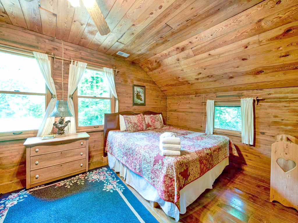 Photo of a Gatlinburg Cabin named Twin Creeks - This is the fourteenth photo in the set.