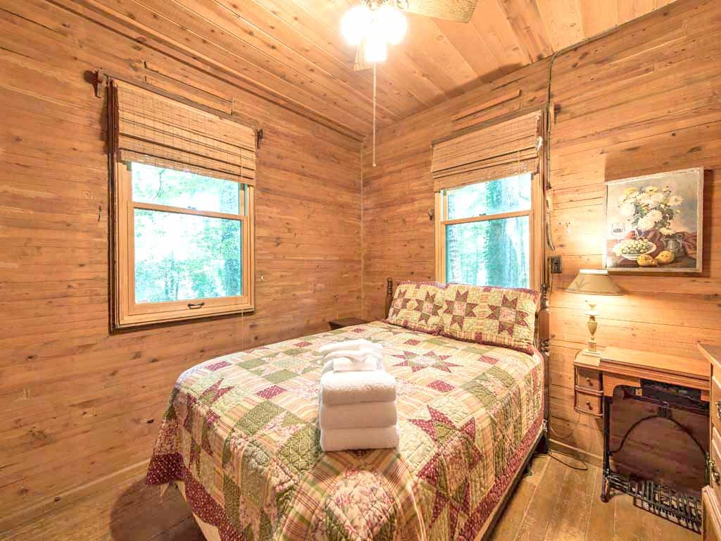Photo of a Gatlinburg Cabin named Twin Creeks - This is the eighteenth photo in the set.