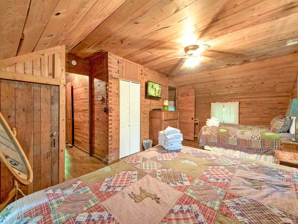 Photo of a Gatlinburg Cabin named Twin Creeks - This is the twenty-first photo in the set.