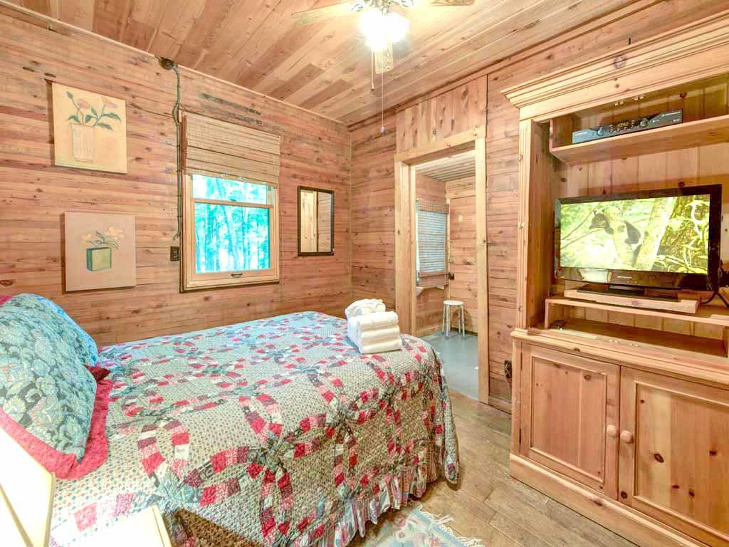 Photo of a Gatlinburg Cabin named Twin Creeks - This is the twelfth photo in the set.