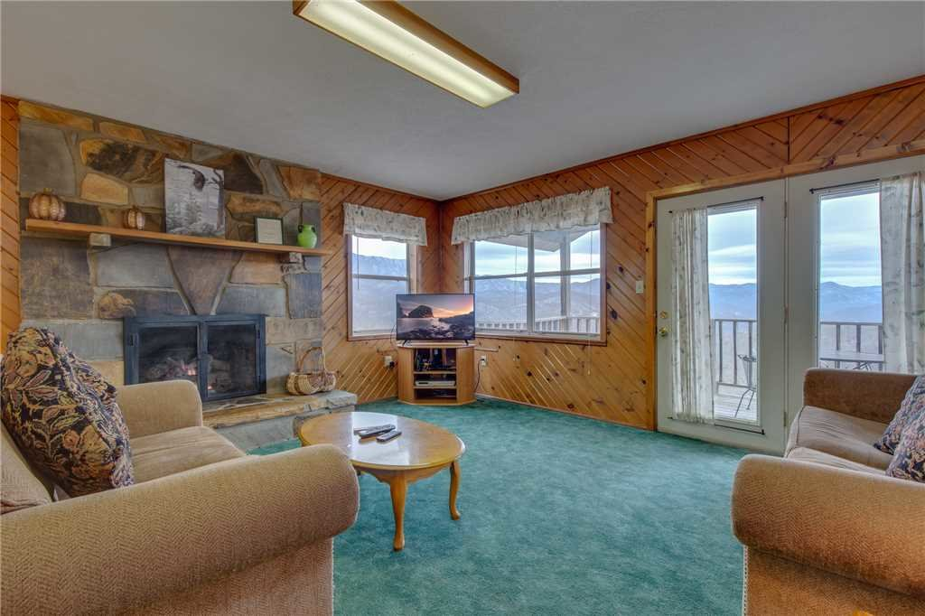 Photo of a Gatlinburg Cabin named Crestview - This is the first photo in the set.