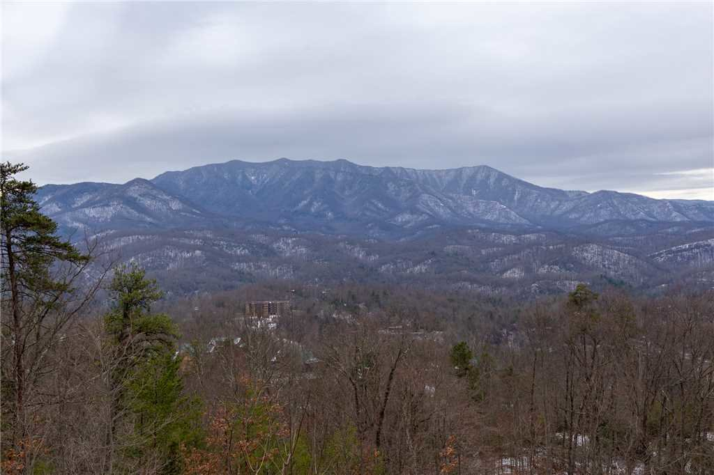 Photo of a Gatlinburg Cabin named Crestview - This is the second photo in the set.