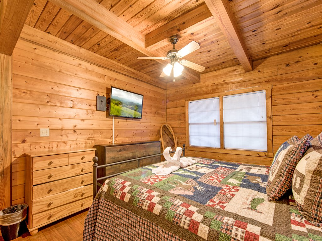 Photo of a Sevierville Cabin named Mountain Top View - This is the thirteenth photo in the set.