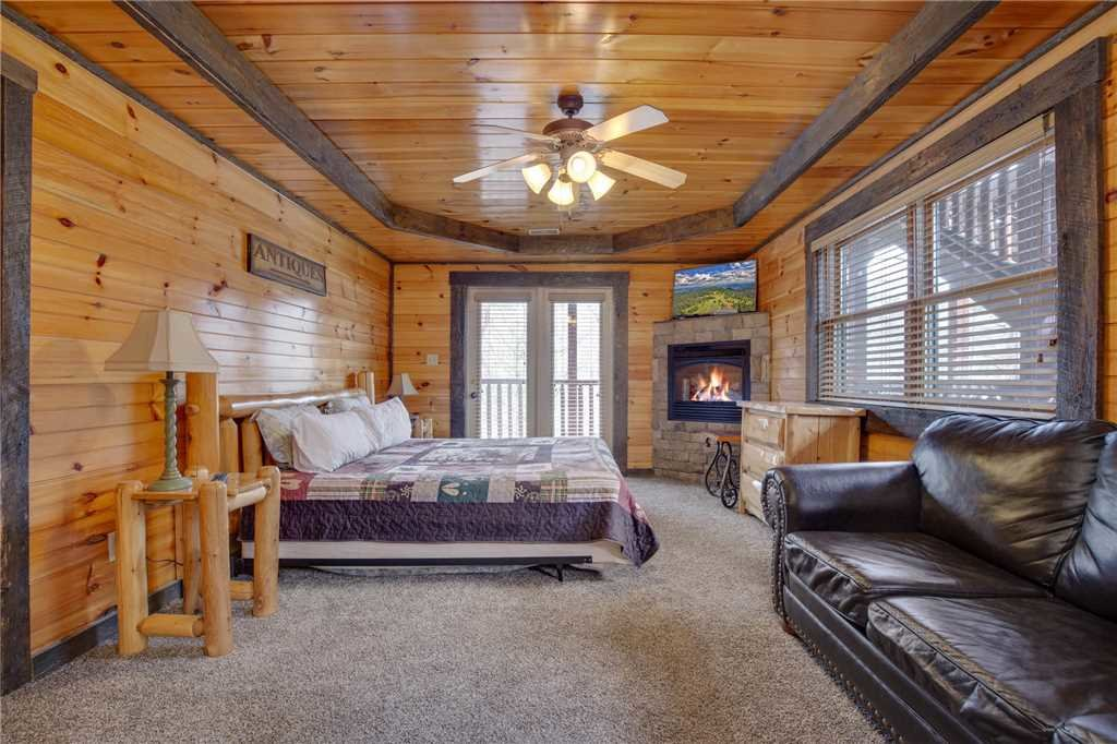 Photo of a Gatlinburg Cabin named Pine Tree Lodge - This is the sixteenth photo in the set.