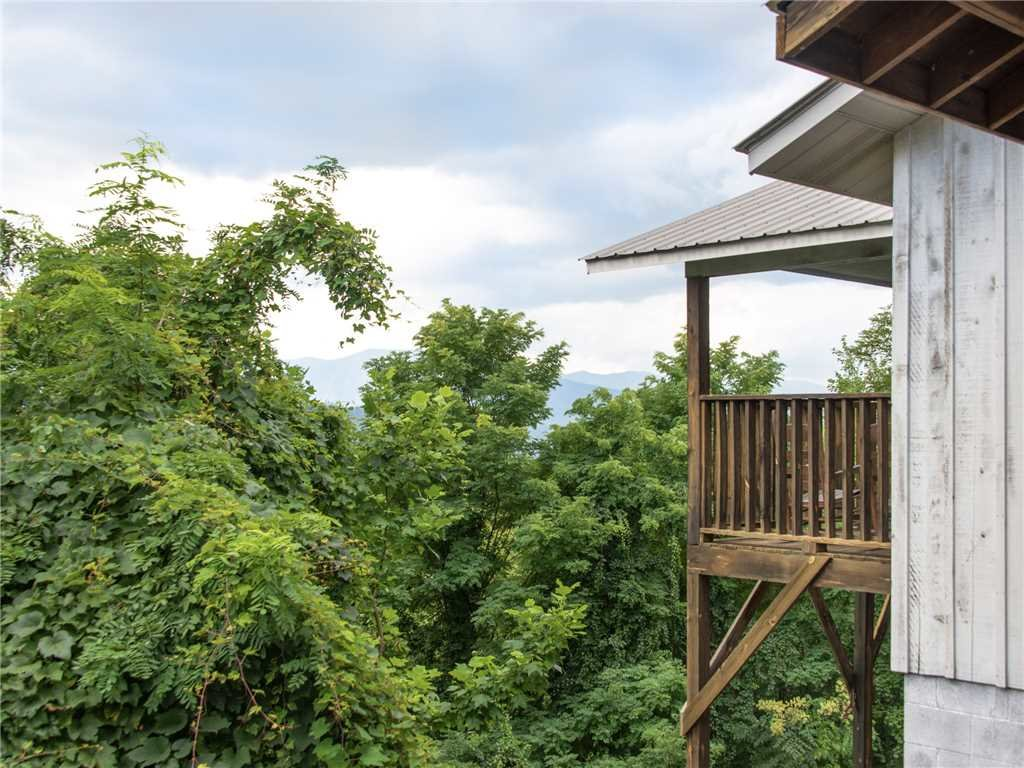 Photo of a Gatlinburg Cabin named Leconte View 1 - This is the twenty-fourth photo in the set.