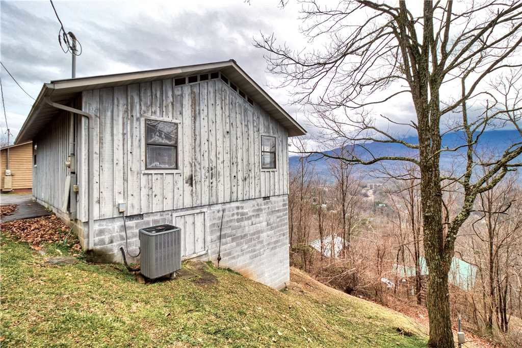 Photo of a Gatlinburg Cabin named Leconte View 1 - This is the twenty-seventh photo in the set.