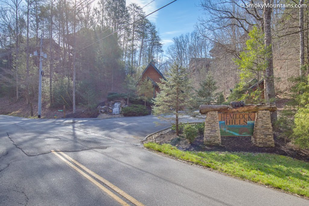 Photo of a Gatlinburg Cabin named Pine Tree Lodge - This is the thirty-sixth photo in the set.