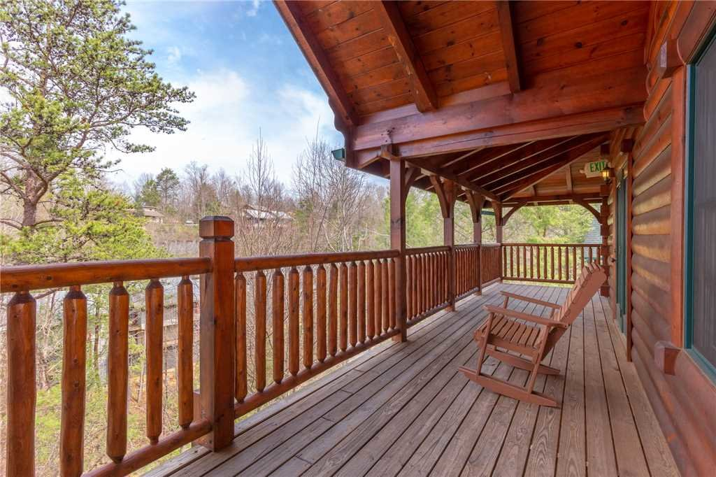 Photo of a Gatlinburg Cabin named Pine Tree Lodge - This is the thirty-second photo in the set.