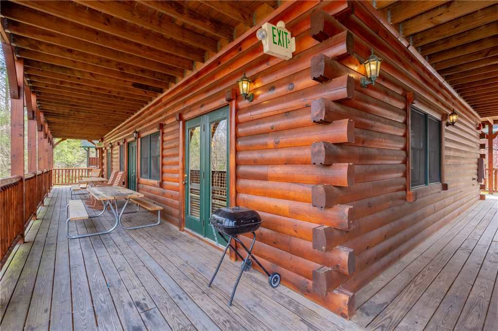 Photo of a Gatlinburg Cabin named Pine Tree Lodge - This is the thirty-seventh photo in the set.