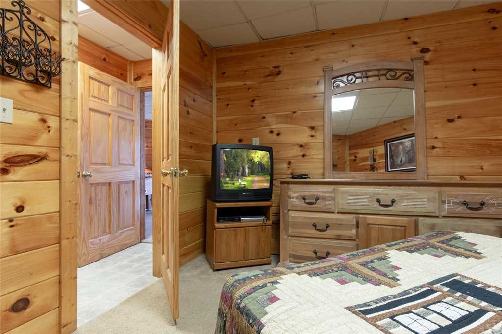 Photo of a Gatlinburg Cabin named Mountain High View - This is the nineteenth photo in the set.