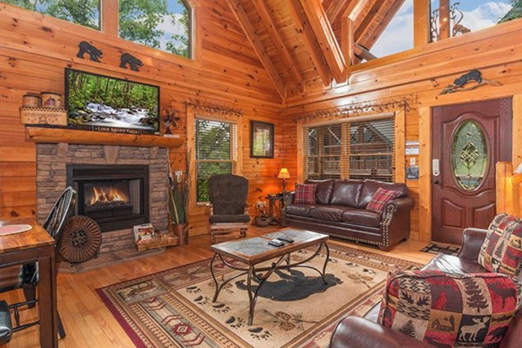 Photo of a Sevierville Cabin named Bearfoot Lodge - This is the third photo in the set.