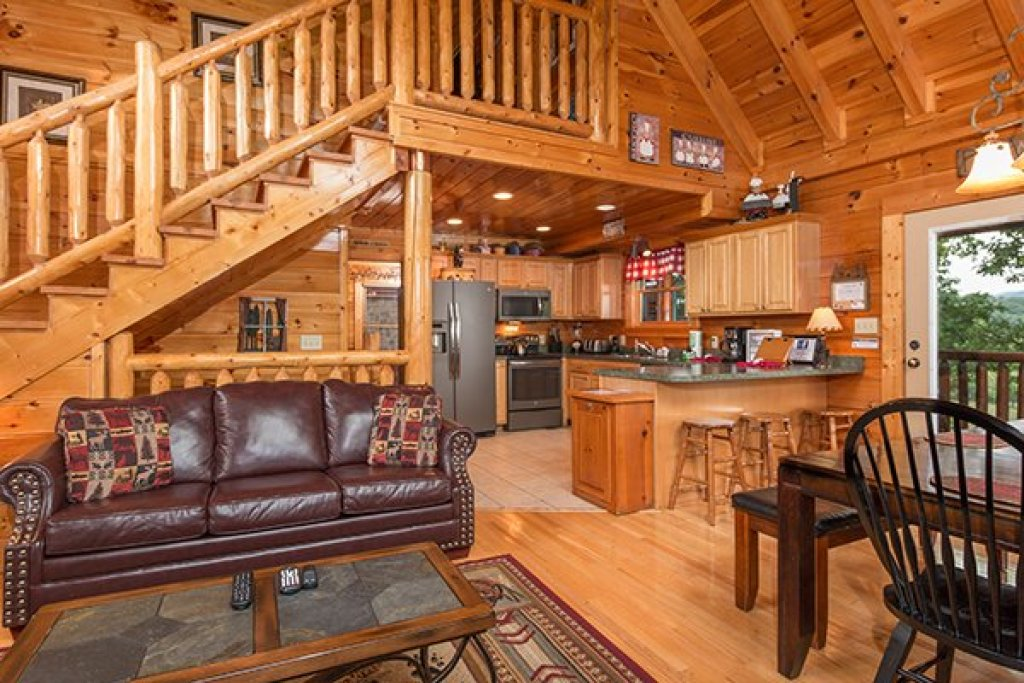 Photo of a Sevierville Cabin named Bearfoot Lodge - This is the fifth photo in the set.