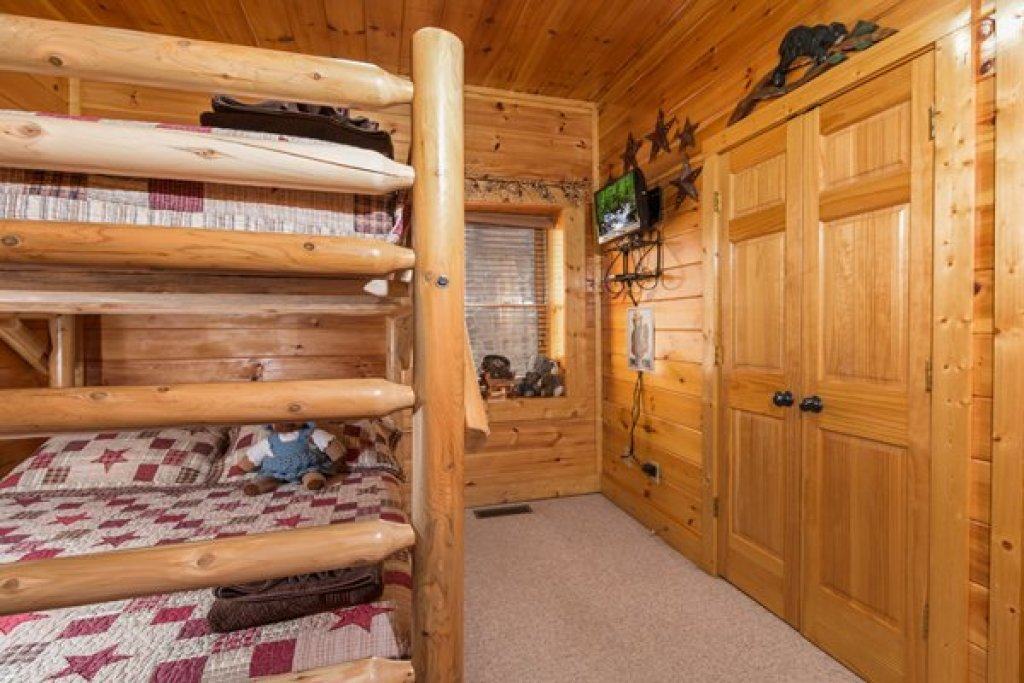 Photo of a Sevierville Cabin named Bearfoot Lodge - This is the twenty-fifth photo in the set.