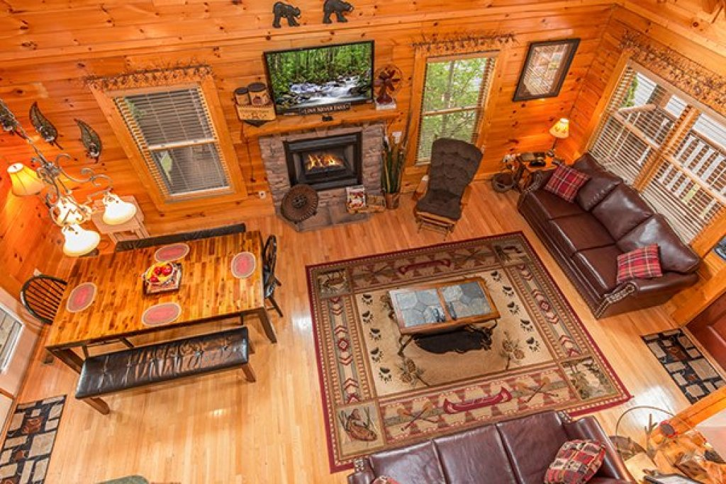 Photo of a Sevierville Cabin named Bearfoot Lodge - This is the twenty-seventh photo in the set.