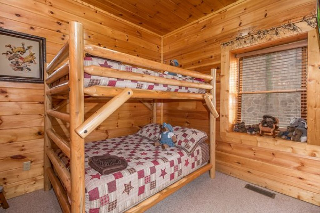 Photo of a Sevierville Cabin named Bearfoot Lodge - This is the twenty-fourth photo in the set.