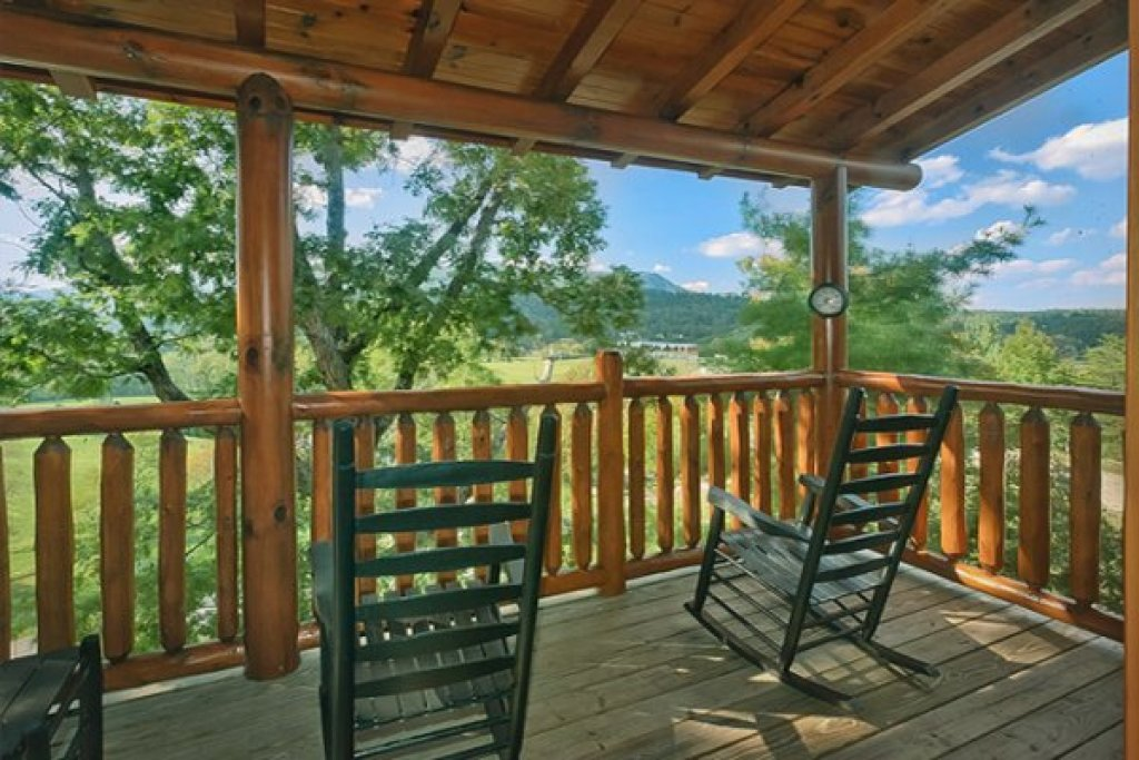 Photo of a Sevierville Cabin named Bearfoot Lodge - This is the tenth photo in the set.