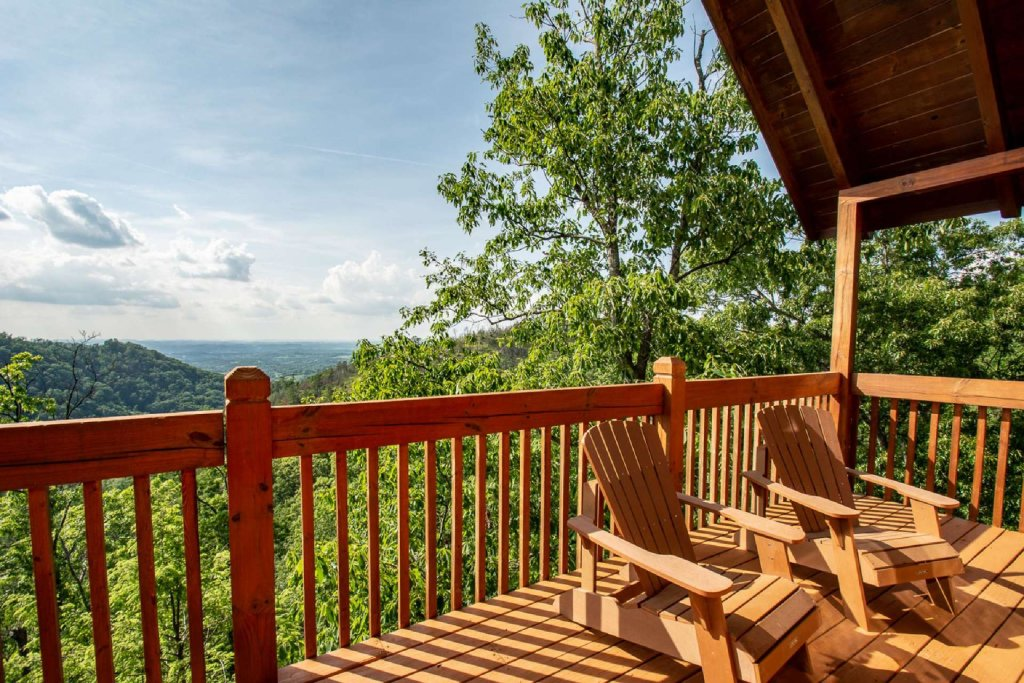 Photo of a Pigeon Forge Cabin named Falcon Ridge - This is the first photo in the set.