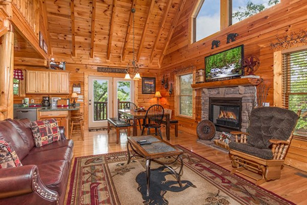 Photo of a Sevierville Cabin named Bearfoot Lodge - This is the fourth photo in the set.