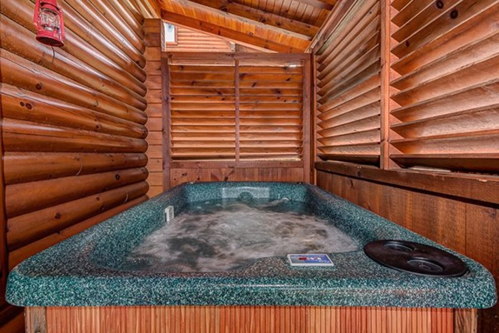 Photo of a Sevierville Cabin named Bearfoot Lodge - This is the seventeenth photo in the set.