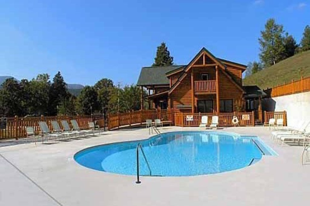 Photo of a Sevierville Cabin named Bearfoot Lodge - This is the thirty-seventh photo in the set.