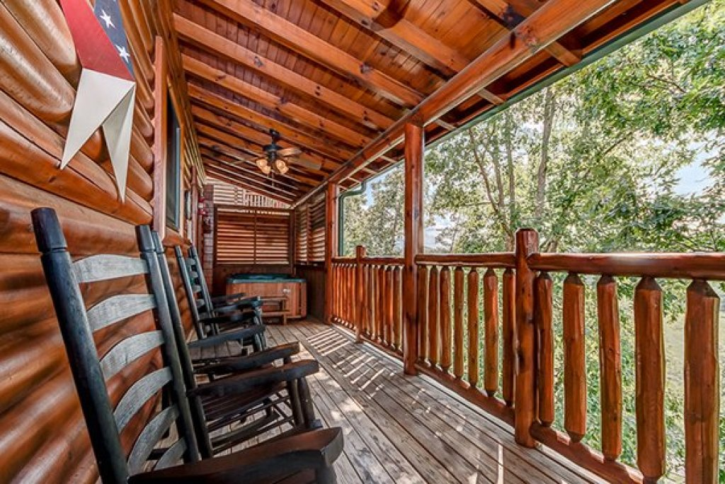 Photo of a Sevierville Cabin named Bearfoot Lodge - This is the ninth photo in the set.