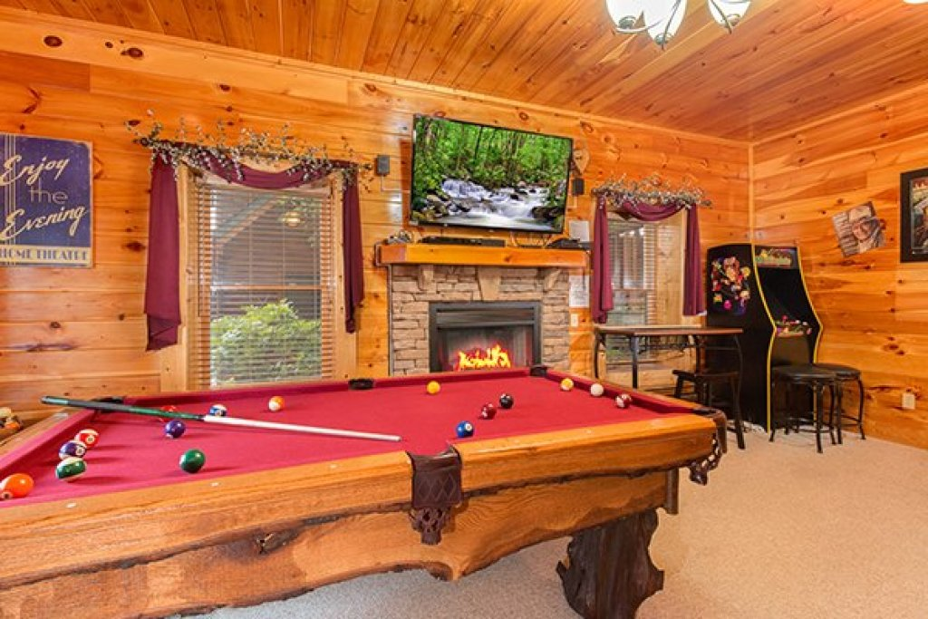Photo of a Sevierville Cabin named Bearfoot Lodge - This is the twenty-third photo in the set.