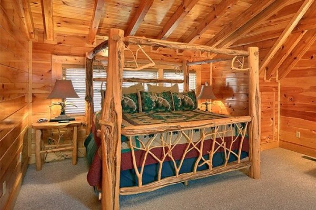 Photo of a Sevierville Cabin named Bearfoot Lodge - This is the twenty-ninth photo in the set.