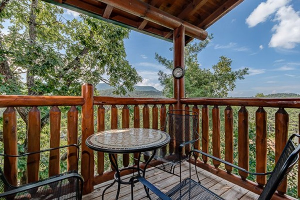 Photo of a Sevierville Cabin named Bearfoot Lodge - This is the eighth photo in the set.
