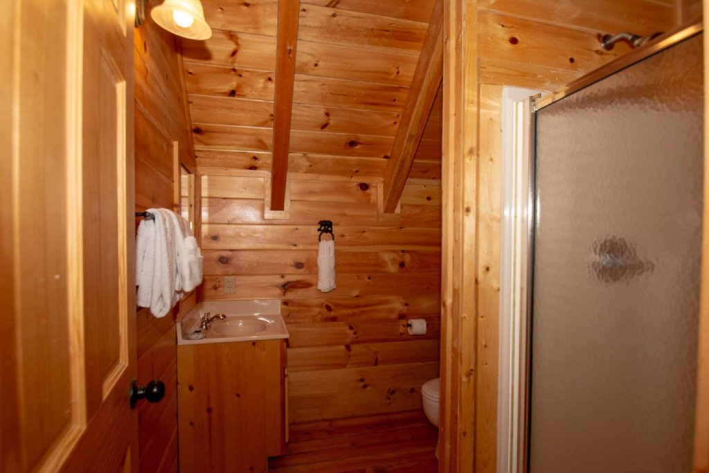 Photo of a Pigeon Forge Cabin named Falcon Ridge - This is the fourteenth photo in the set.