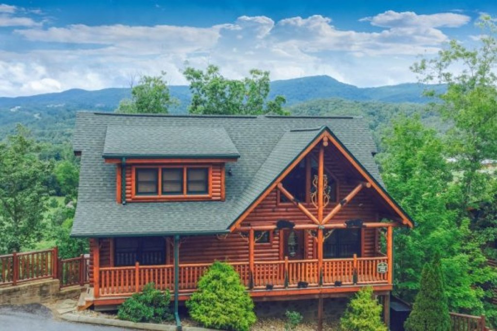 Photo of a Sevierville Cabin named Bearfoot Lodge - This is the thirty-third photo in the set.