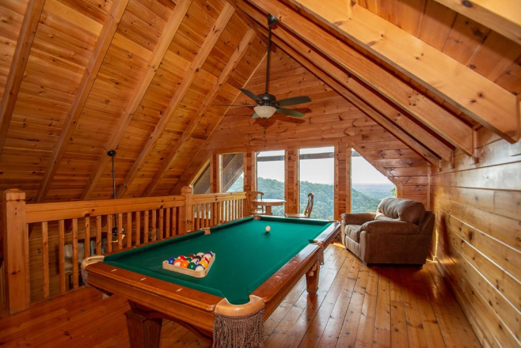 Photo of a Pigeon Forge Cabin named Falcon Ridge - This is the twelfth photo in the set.