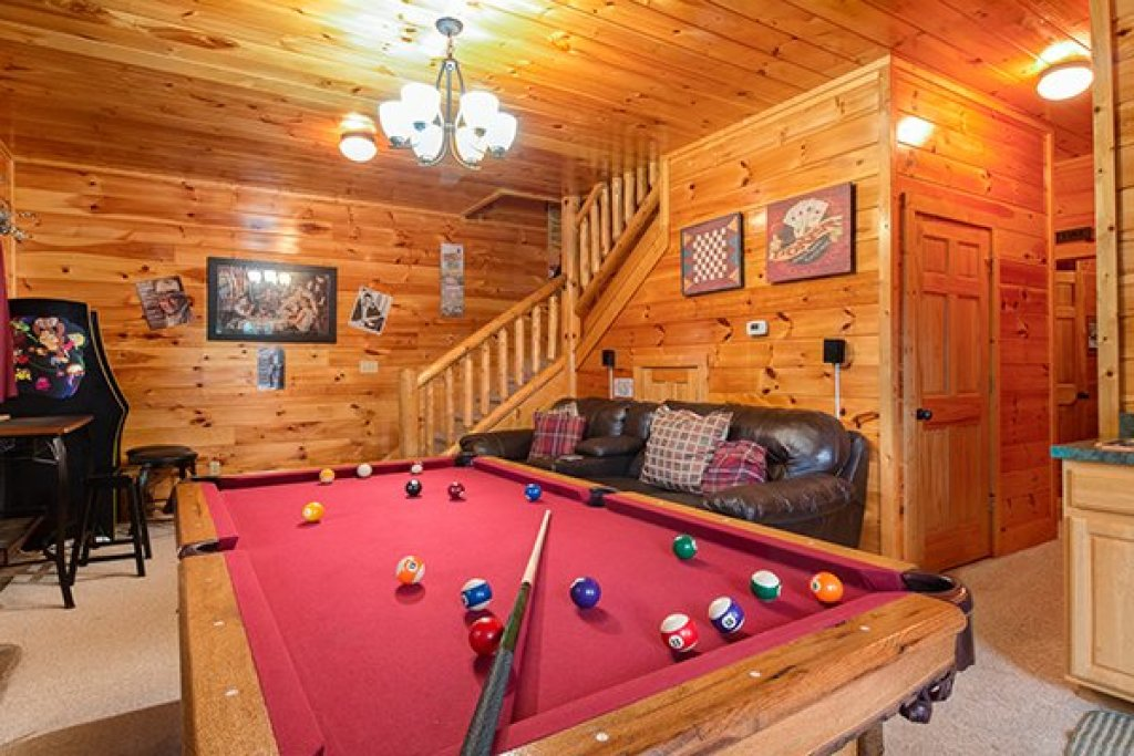 Photo of a Sevierville Cabin named Bearfoot Lodge - This is the twenty-second photo in the set.