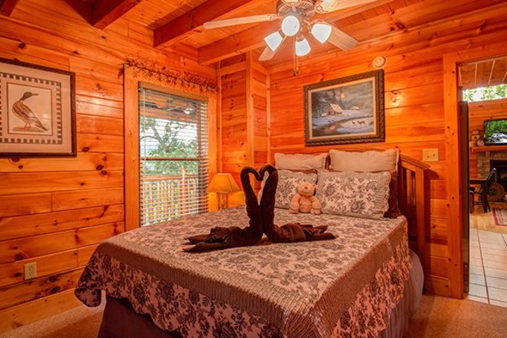 Photo of a Sevierville Cabin named Bearfoot Lodge - This is the eighteenth photo in the set.