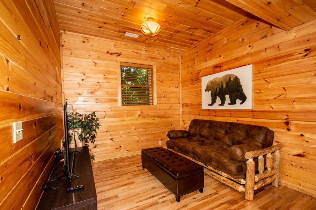 Photo of a Pigeon Forge Cabin named Falcon Ridge - This is the twentieth photo in the set.