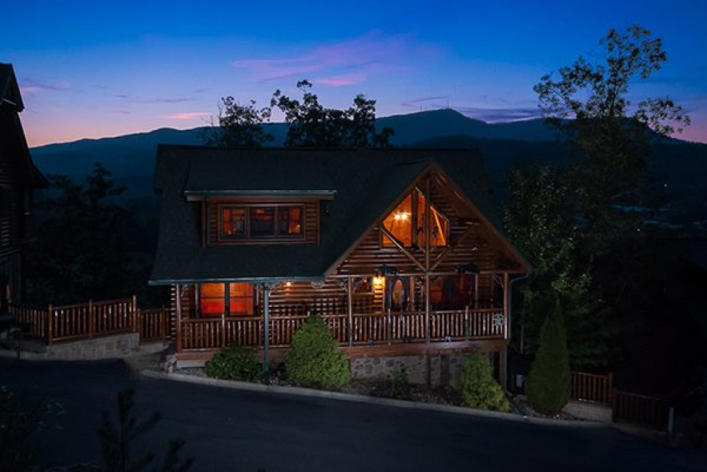Photo of a Sevierville Cabin named Bearfoot Lodge - This is the thirty-sixth photo in the set.
