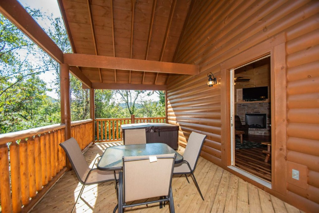 Photo of a Pigeon Forge Cabin named Tana-see - This is the thirteenth photo in the set.
