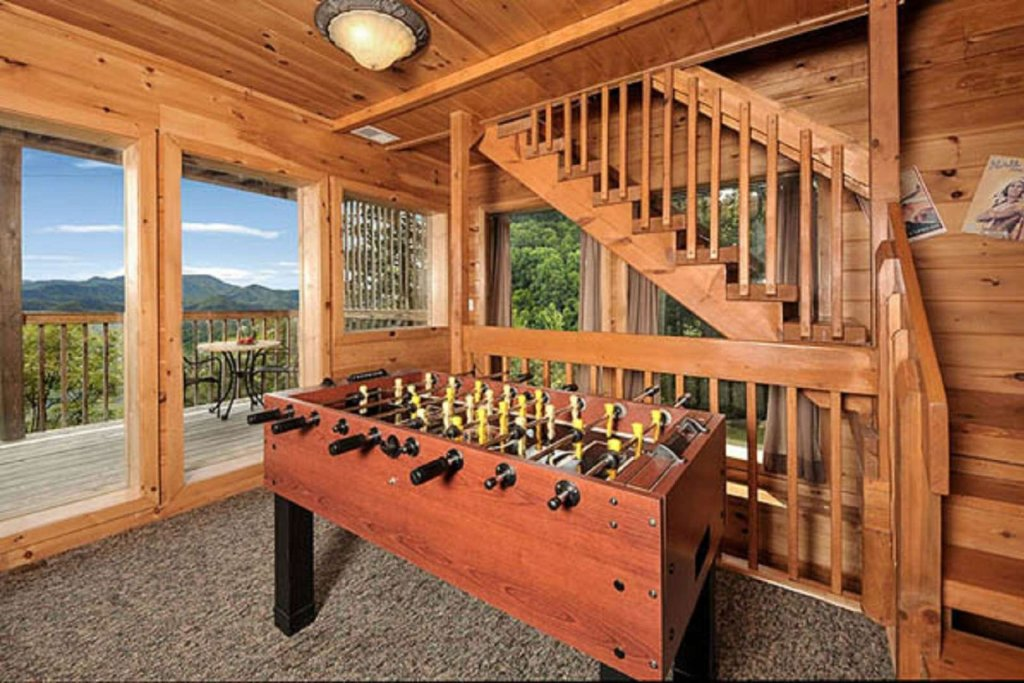 Photo of a Pigeon Forge Cabin named Sky's The Limit - This is the twelfth photo in the set.