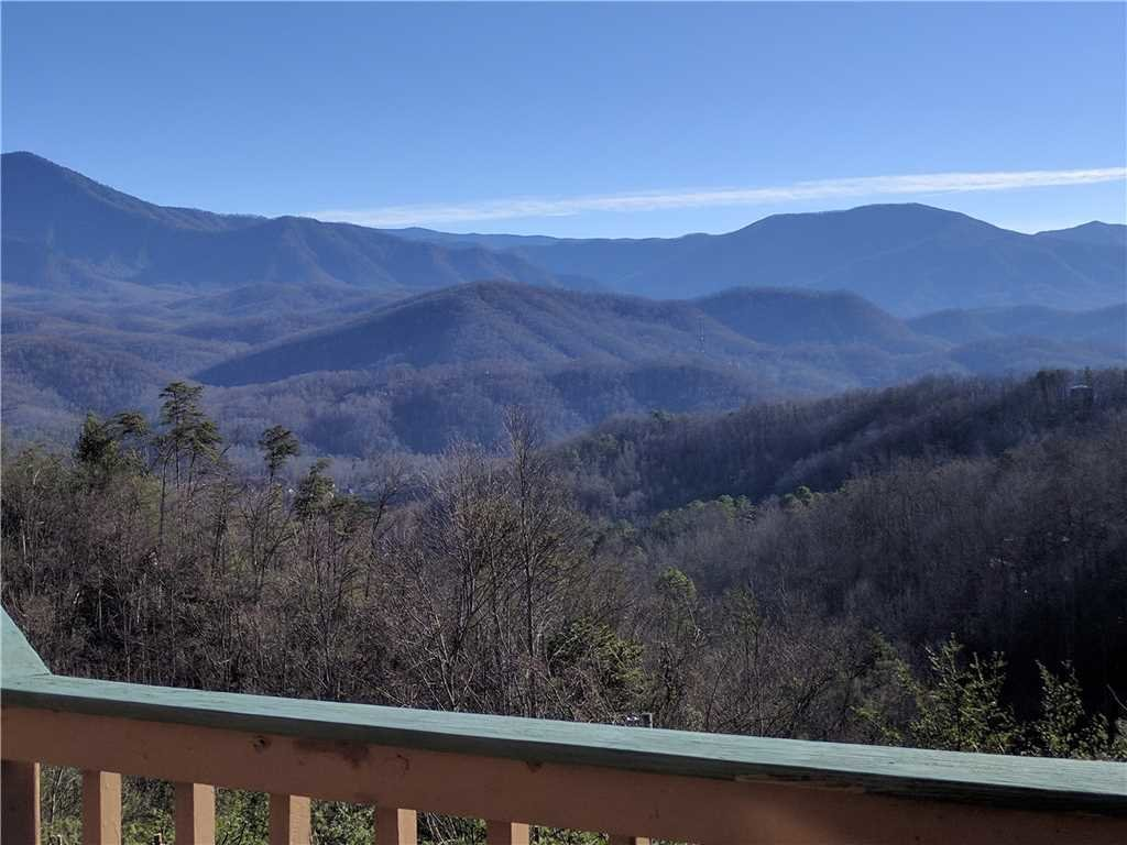 Photo of a Gatlinburg Cabin named Bear Crossing - This is the thirty-second photo in the set.