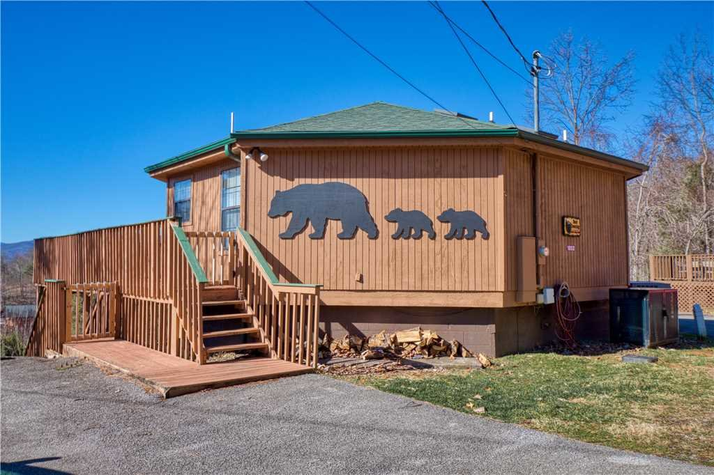 Photo of a Gatlinburg Cabin named Bear Crossing - This is the thirty-seventh photo in the set.
