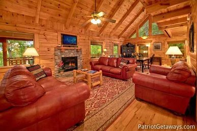 Secluded 4 Bedroom, 3 Bath Cabin Near Gatlinburg With A Mountain View & Hot Tub.
