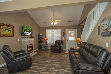 3 Bedroom, 3 Bath, Charming Deluxe Home For 6, Easy To Access. Close To Town!