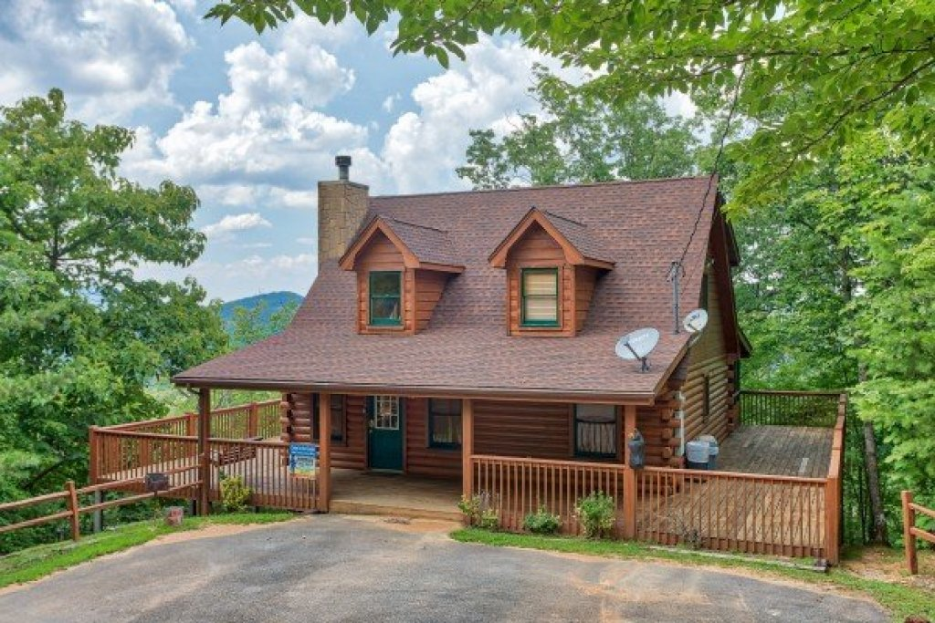 Photo of a Pigeon Forge Cabin named Cabin In The Clouds - This is the third photo in the set.